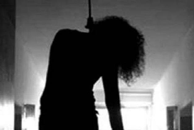 Woman hanging 4