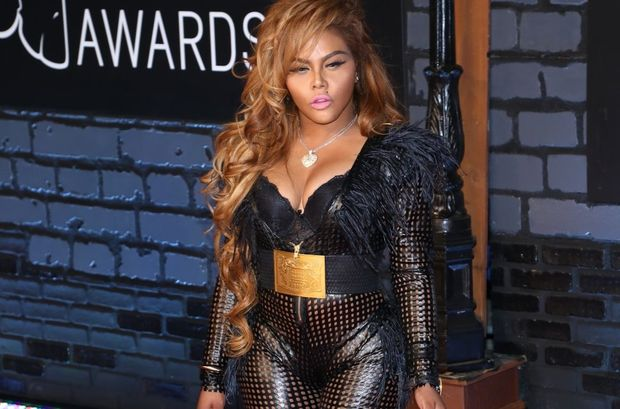 Female Rapper Lil Kim Shares a Photo of Her Newborn Baby Girl, Royal Reign