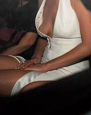 Jennifer Lawrence Suffers Wardrobe Malfunction. Nipples Pop-out!! (Photo)