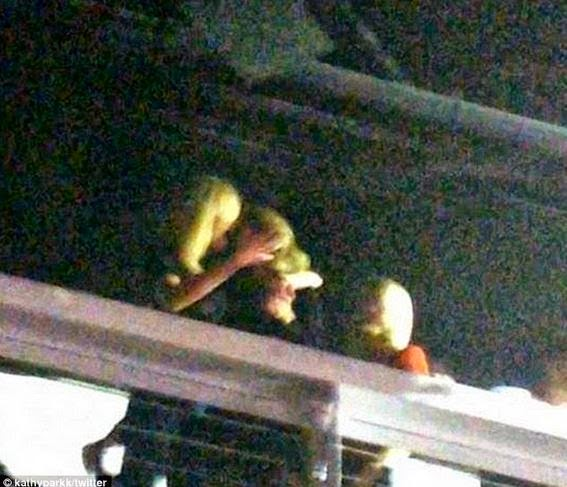 Taylor Swift spotted Making out with Model Karlie Kloss