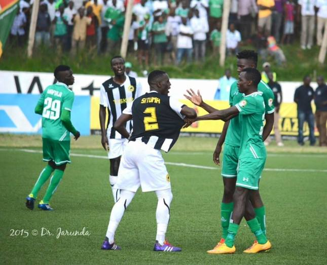 11412380_797731127009119_1895661677944368232_n A Gor Mahia Player in a disagreement with a Tusker player during a recent KPL match in Nairobi city